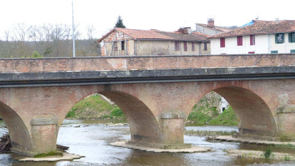 Bridge in Daumazan-sur-Arize