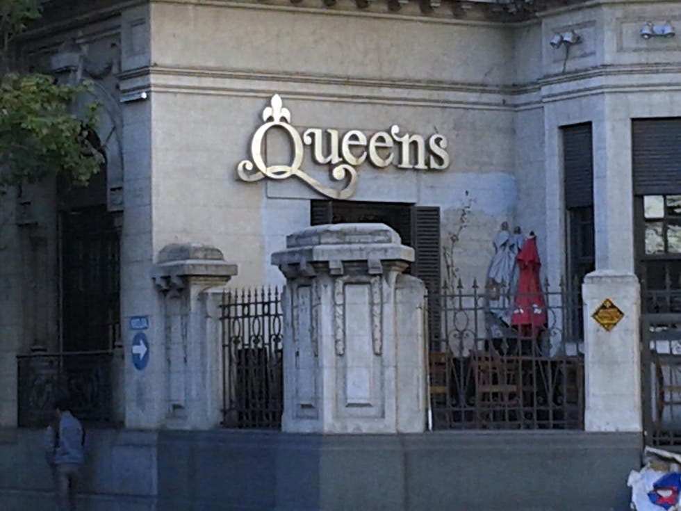 Plaza en Queens Bar