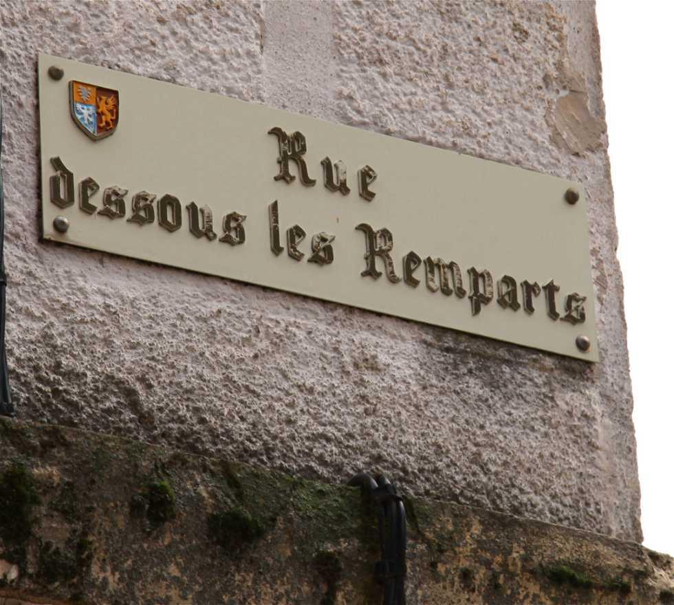 Panneau de signalisation à Saint Bonnet le Château