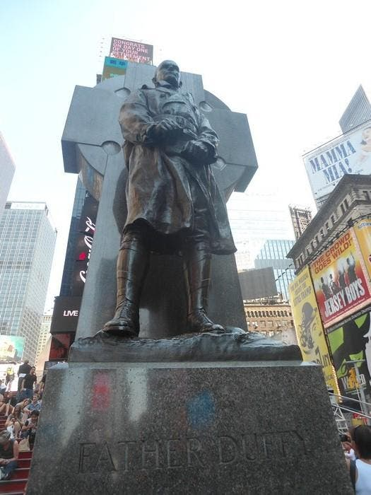Estatua en Father Duffy Square