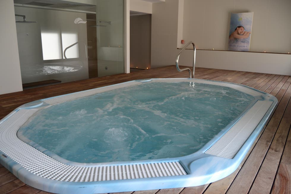 fotos de jacuzzi en hotel bah a calpe by pierre vacances calpe 7260668. Black Bedroom Furniture Sets. Home Design Ideas