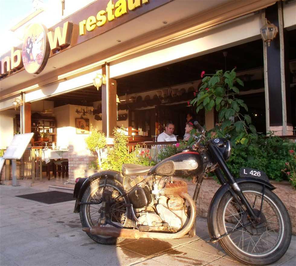 Vehículo en Restaurante Sunbow