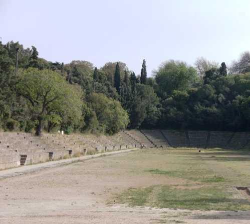 Edificio deportivo en Acropolis de Rodas