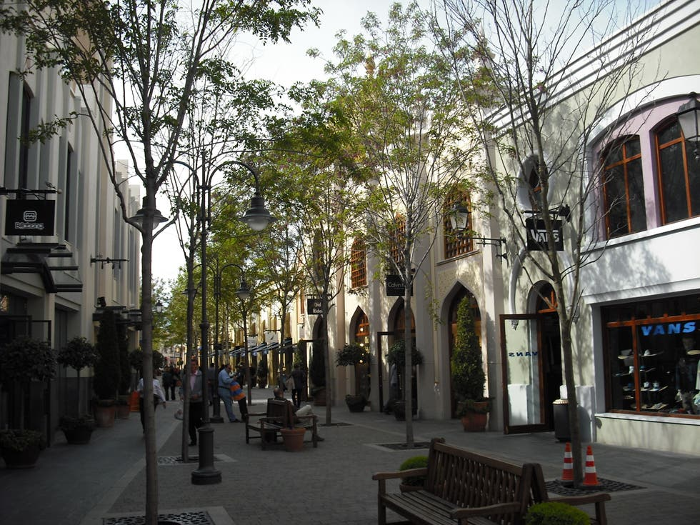 Pueblo en Las Rozas Village outlet shopping