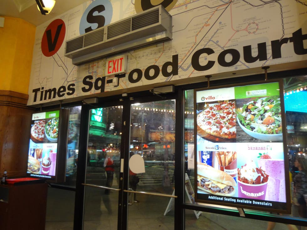 Plato en Times Square Food Court