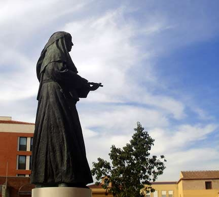 Cielo en Monumento a Sor Angela de la Cruz
