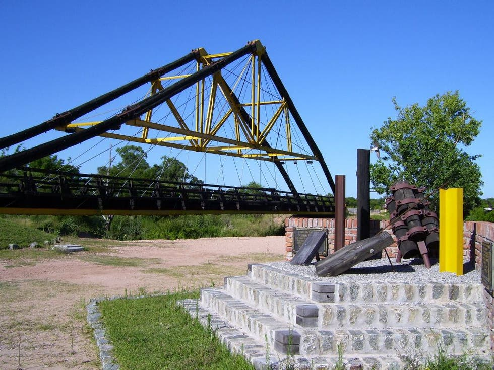 Truss Bridge in Río Negro
