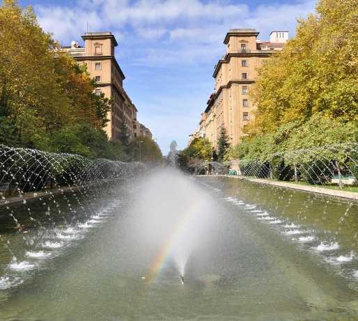 Masa de agua en Plaza del conde de Rodezno