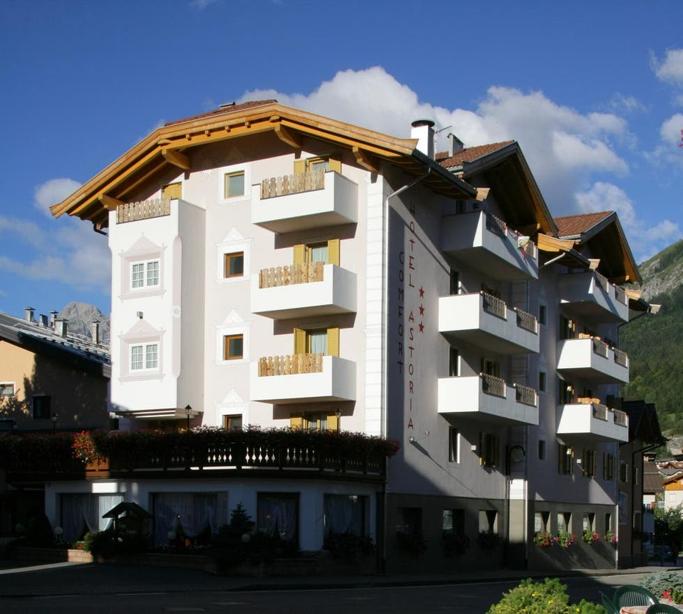 fotos de fachada em astoria comfort hotel andalo 8256522. Black Bedroom Furniture Sets. Home Design Ideas