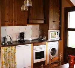 Fotos de cocina en casa rural huerta caba eros el robledo 1748761 - Casa rural cabaneros ...