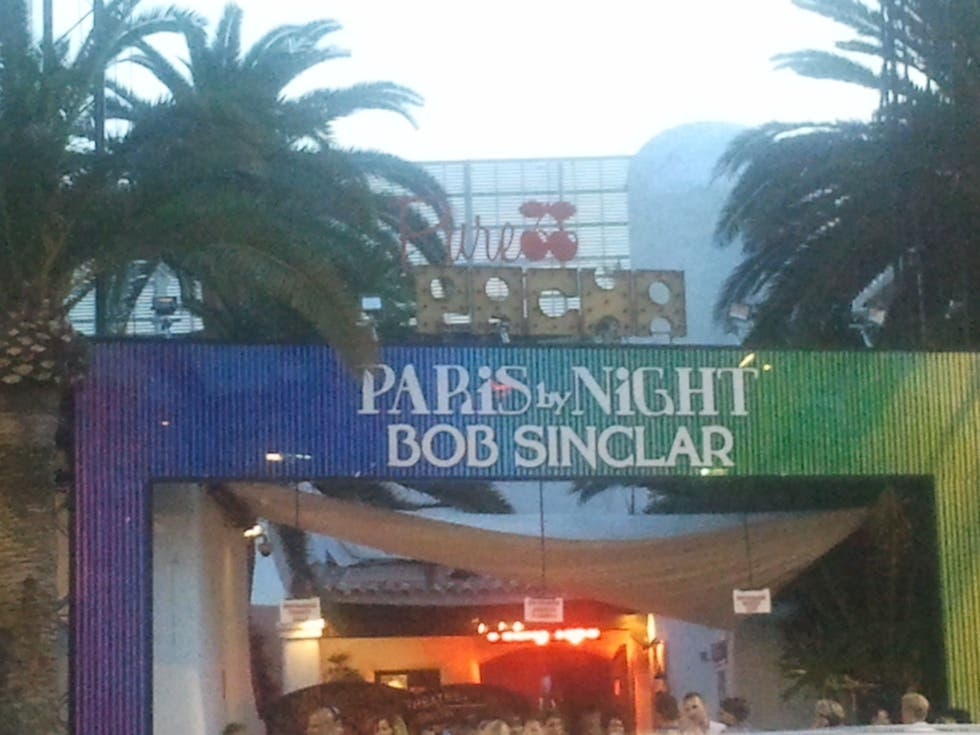 Señal en Paris by night al Pacha