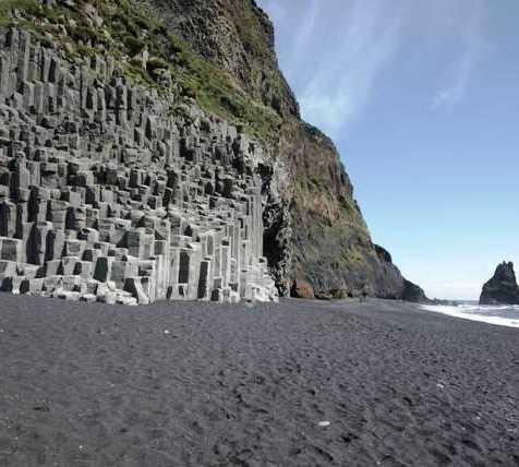 Acantilado en Gardar - Columnas de basalto de Reynisfjall