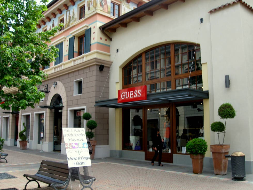 Fotografie di fidenza village outlet shopping galleria for Casa outlet