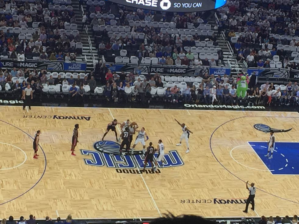 Movimientos de baloncesto en Amway Center