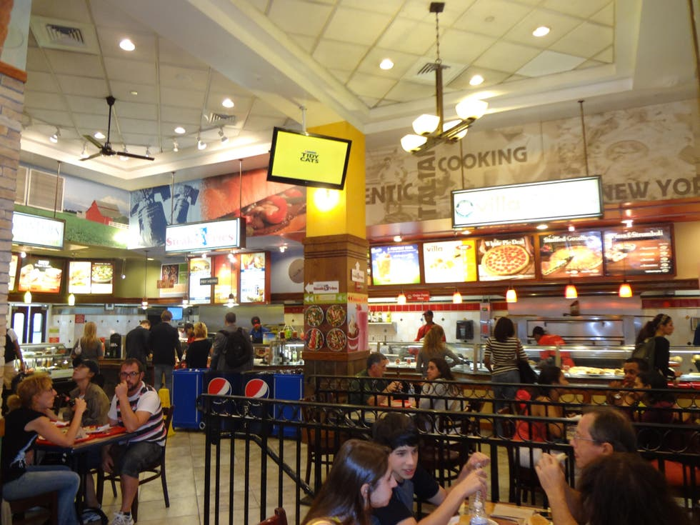 Zona de restaurantes en Times Square Food Court