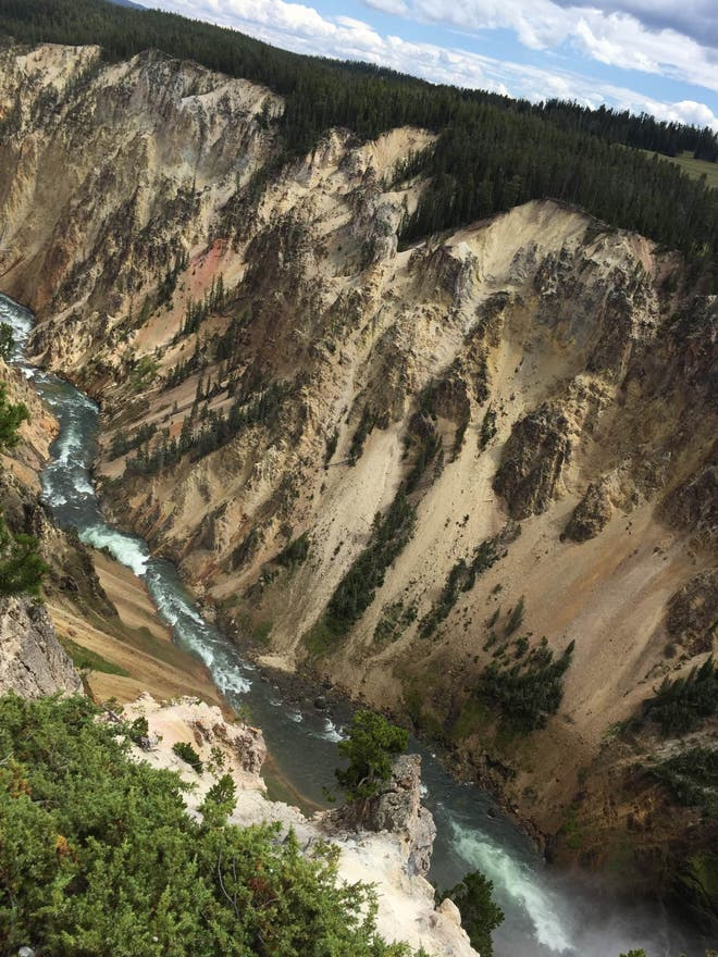 Agua en Lower Falls en Yellowstone