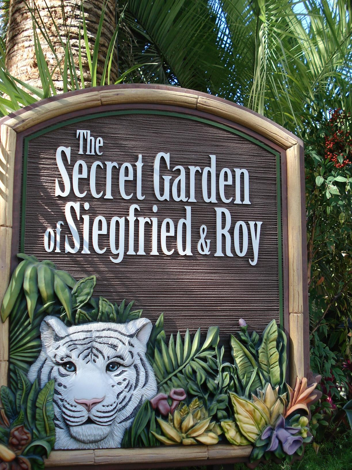 forest in siegfried roys secret garden dolphin habitat - Siegfried And Roy Secret Garden