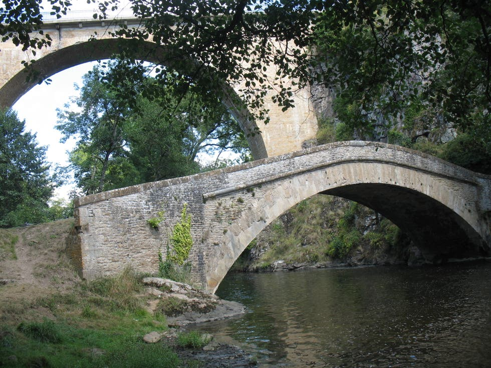 Bridge in Pierre-Perthuis