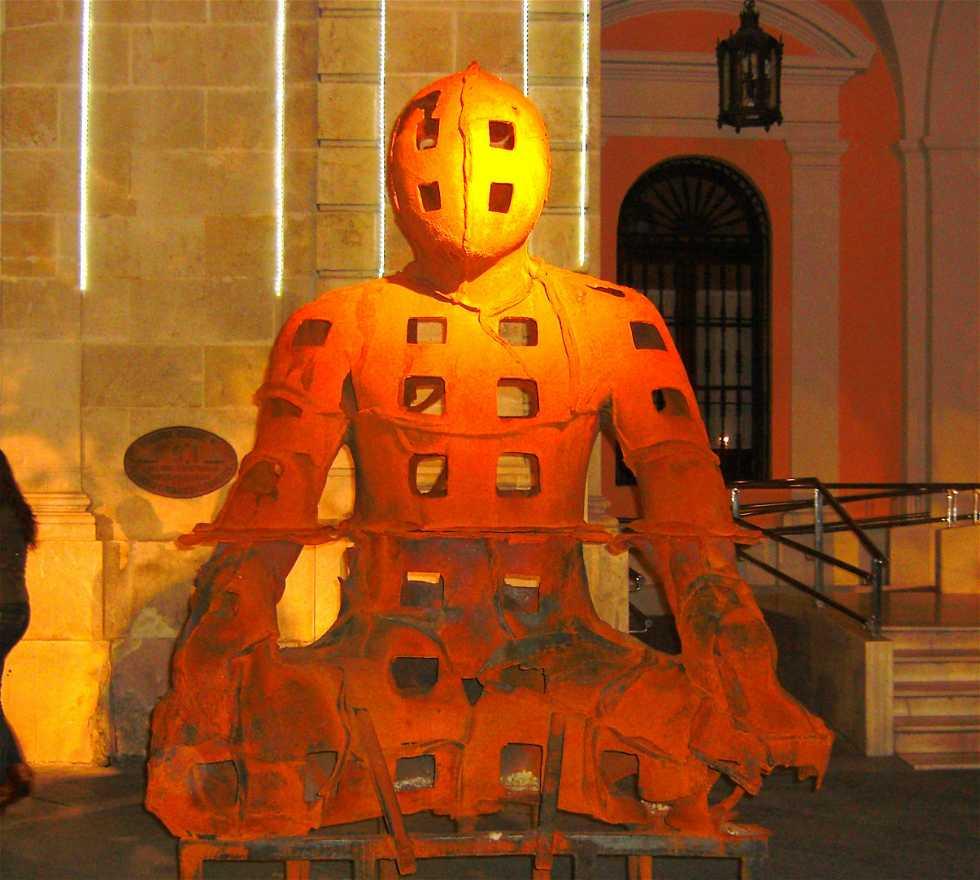 """Fiesta en """"Restos de Naufragio"""" en Plaza Nueva (Sevilla)"""