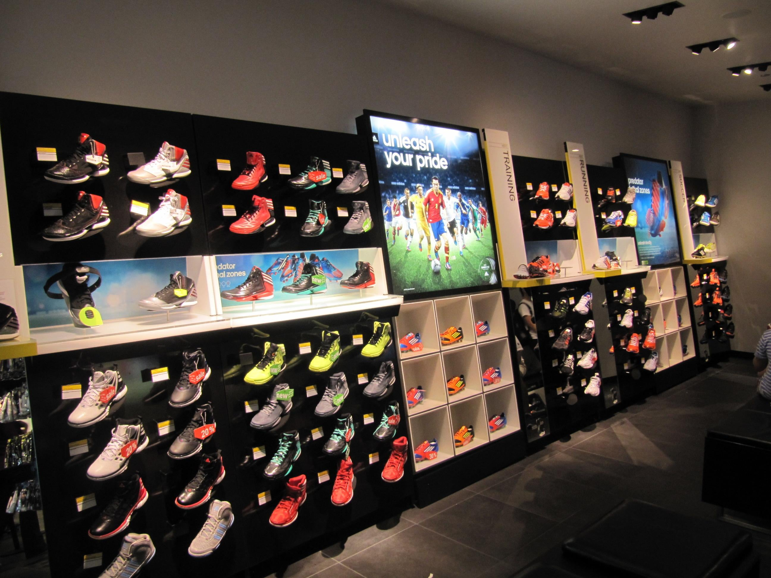 Fotografias de adidas official store in chicago galeria for Mobilia store