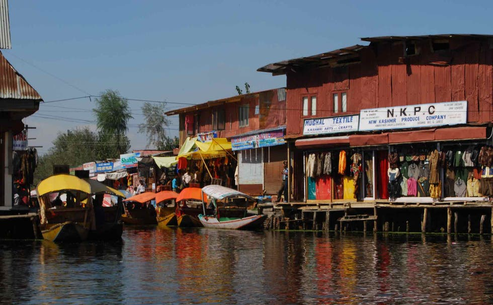 Specchio d'acqua a Floating markets of Srinagar