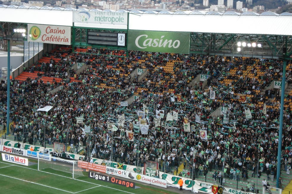 Multitud en Estadio Geoffroy-Guichard