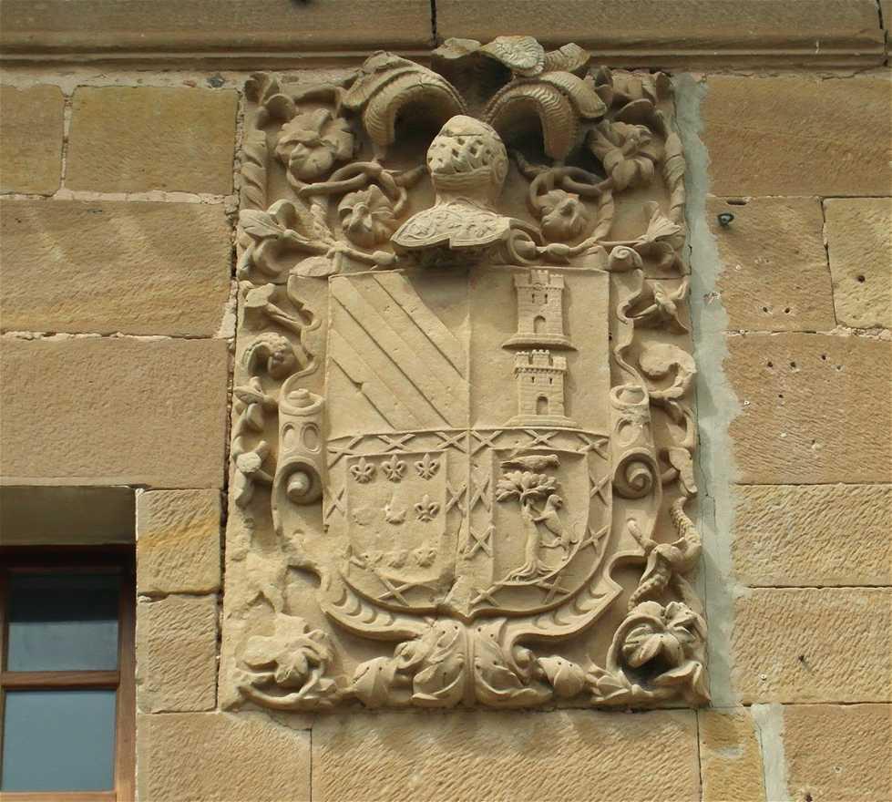 Fachada en Palacio de los Condes de Rodezno
