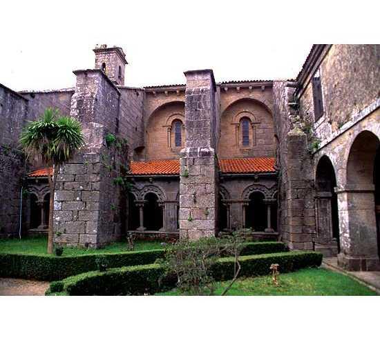 Fachada en Colegiata de Santa María del Sar