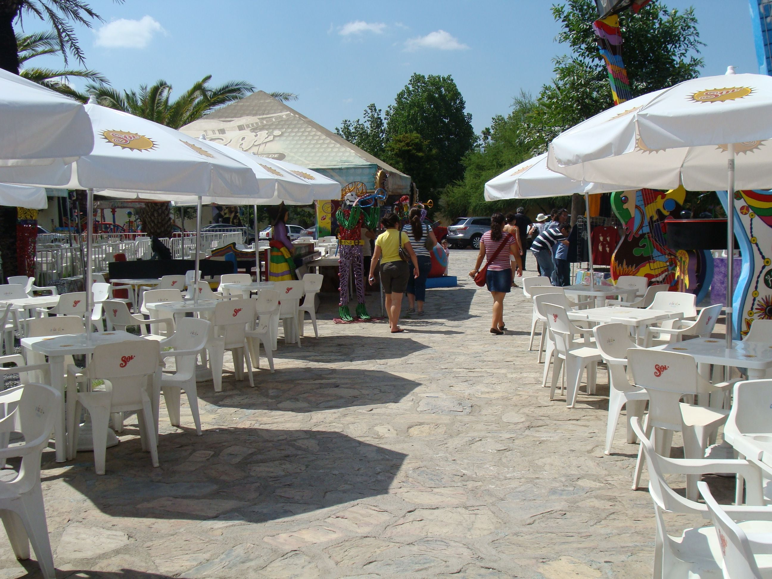 Market in Woodstock Plaza