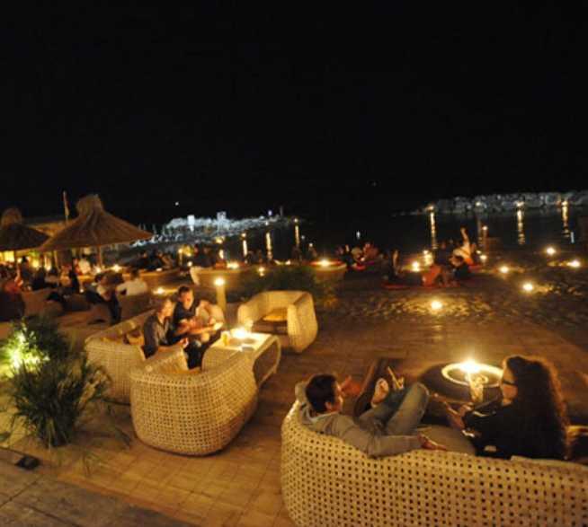Noche en Sunset Café