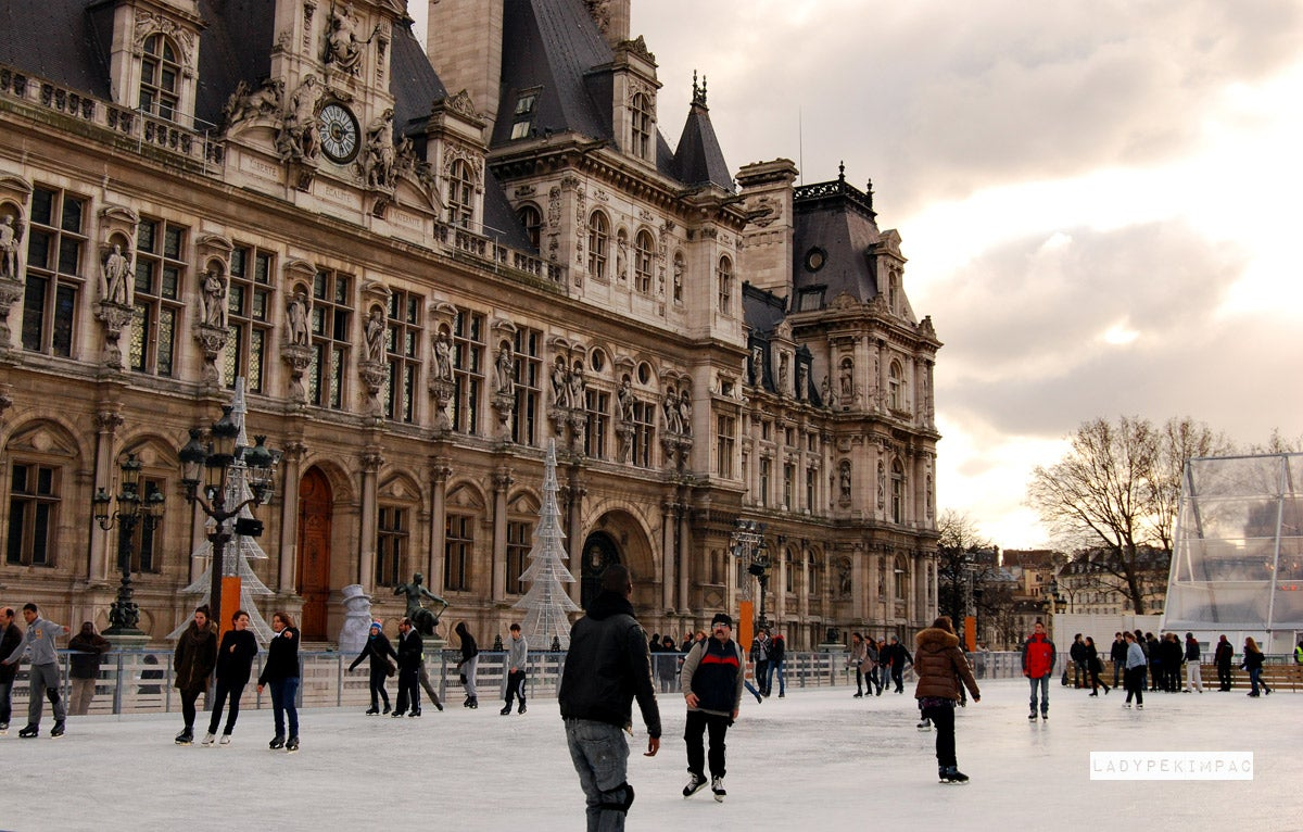 Photos of Ice Skating at the Town Hall of Paris - Images