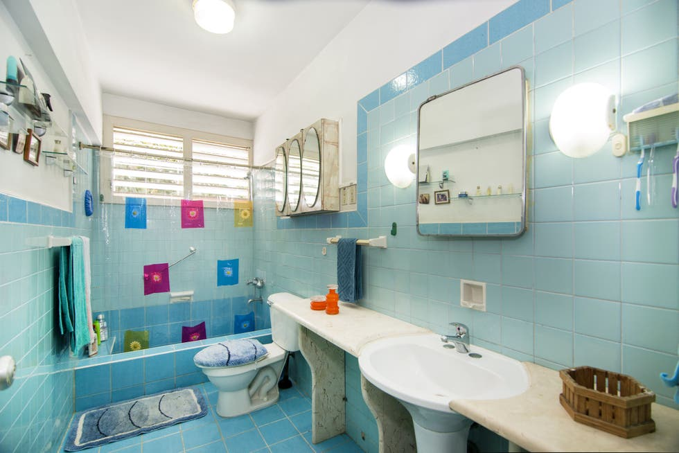 Baño en Typical apartment from the 50's