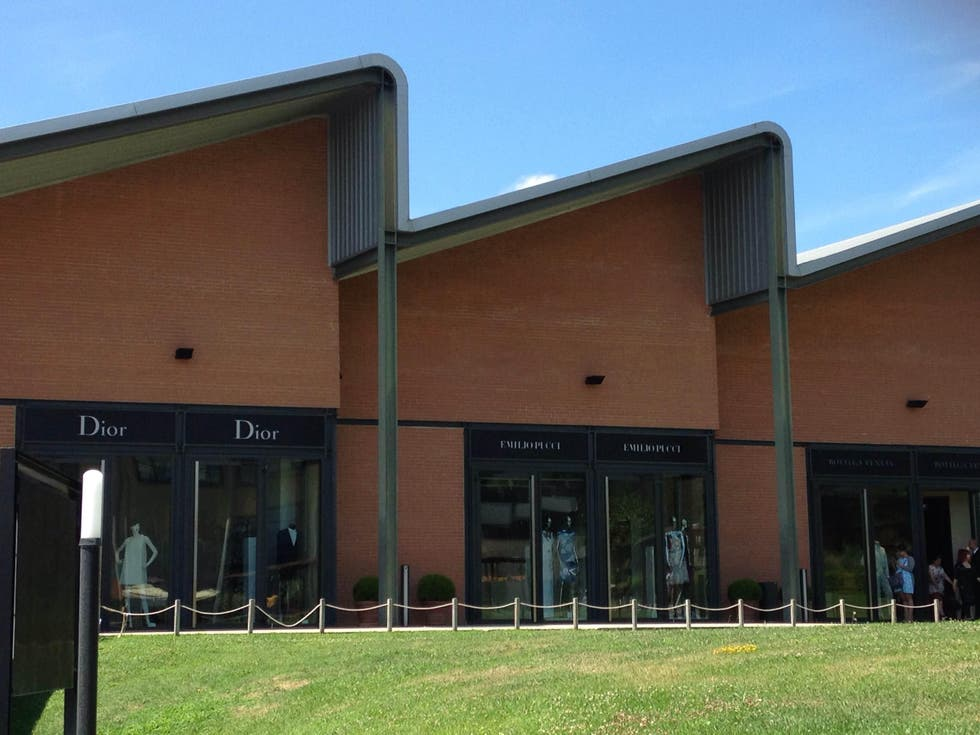 Fotografie di the mall fashion luxury outlet galleria di for Outlet casa