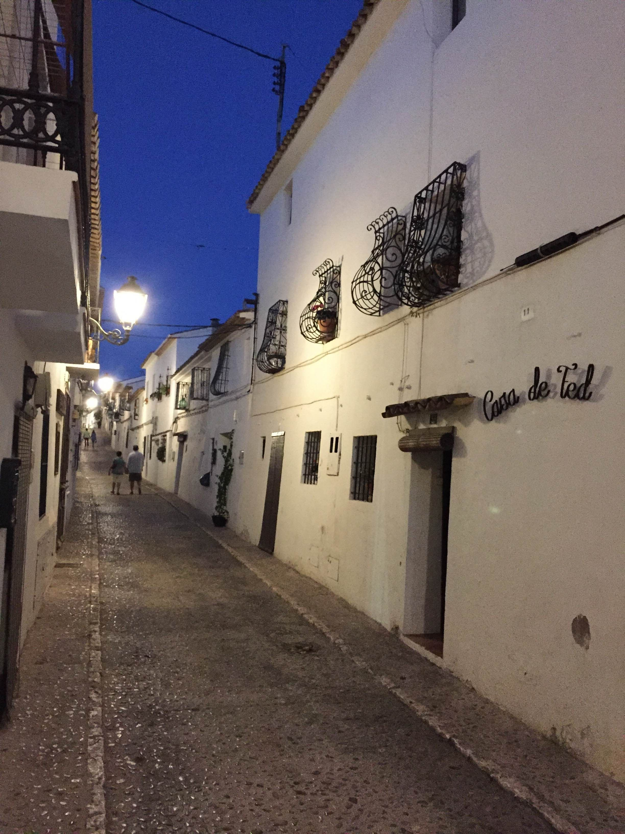 miguel street narration Though there is much laughter in miguel street, one of his early novels, the stories demonstrate that the world is a stupid, sad place and the narrator realizes this through the character of laura, the prostitute.